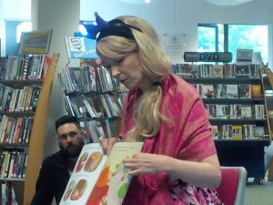 Loreley reading to the children on the story trail